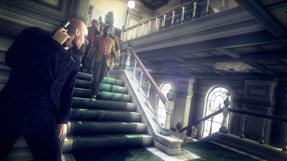 Agent 47 wearing a priest outfit stands in cover peeking around a corner at three masked guards coming down a staircase in Hitman: Absolution