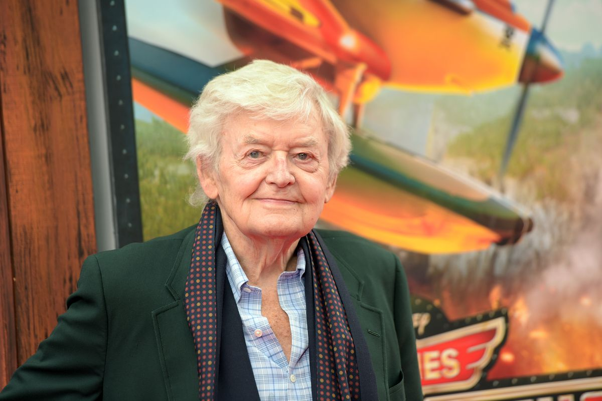 CELEBRITIES REACT TO THE DEATH OF ICONIC ACTOR HAL HOLBROOK