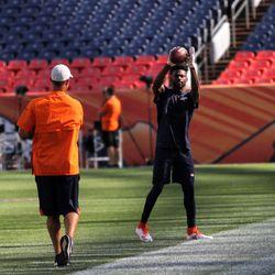 Broncos WR Emmanuel Sanders warms up before pre-game.