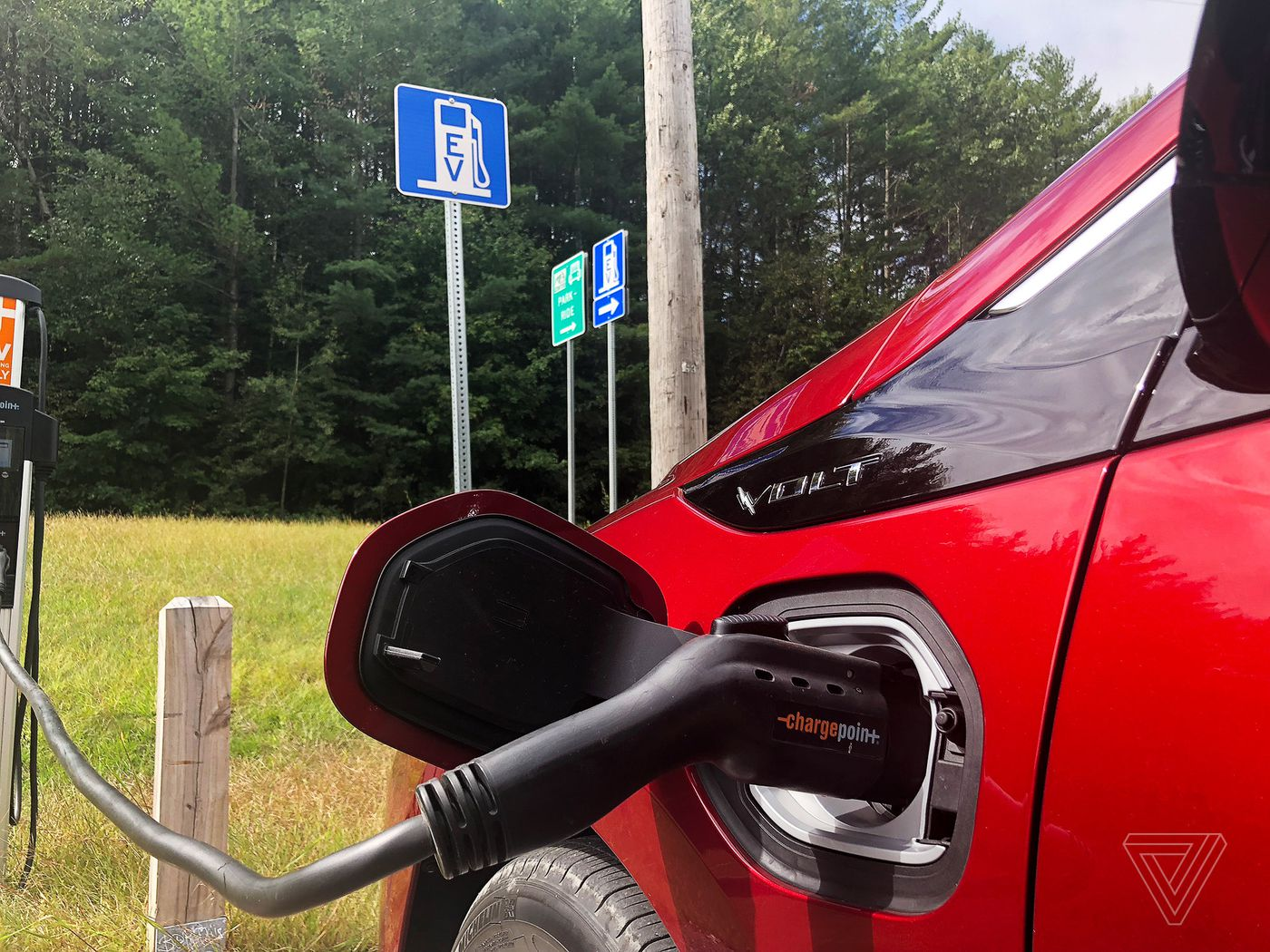 Electric cars still face a big hurdle: the charging system