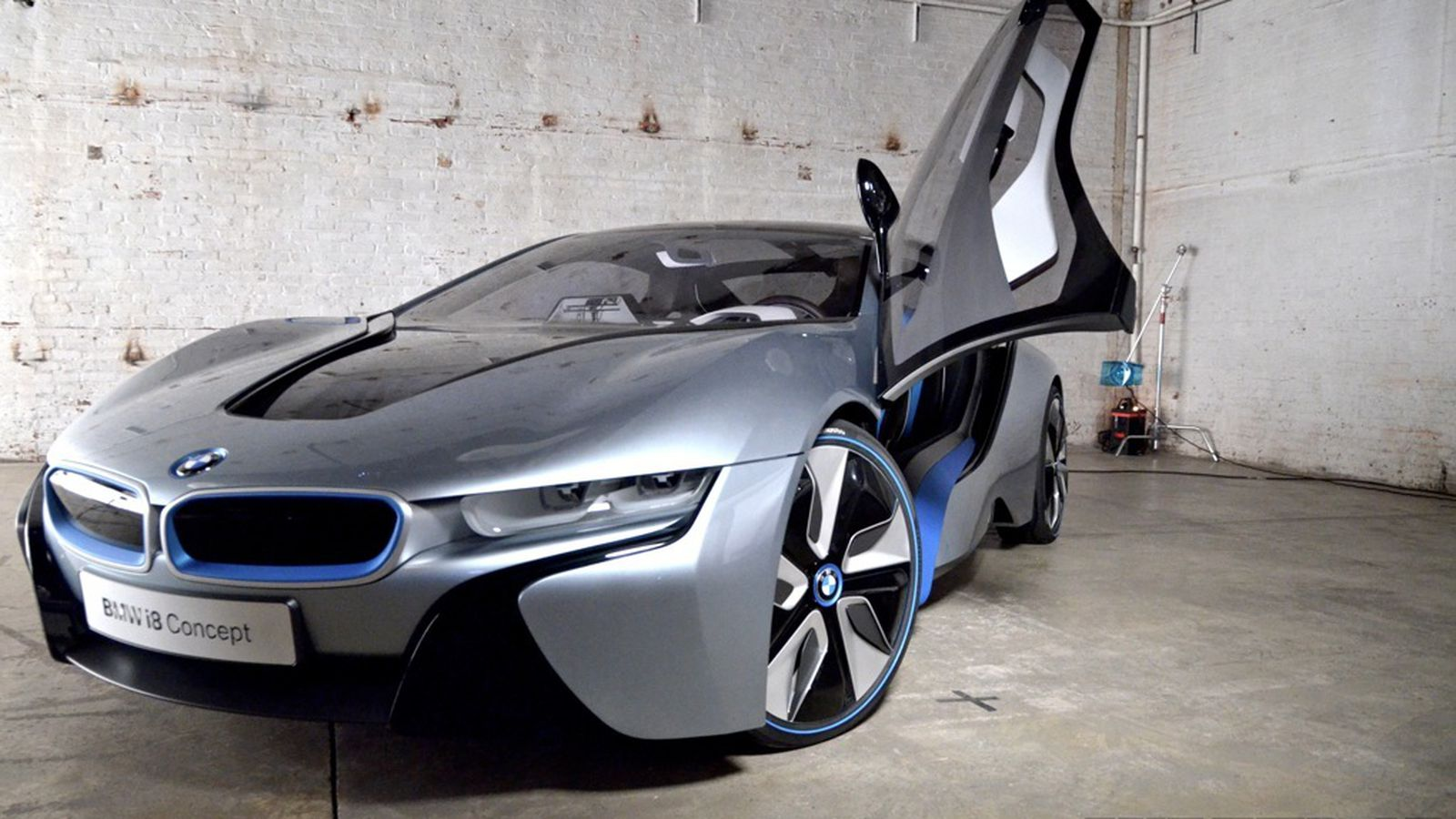 Bmw I8 Hands On The Hybrid Supercar At Rest The Verge