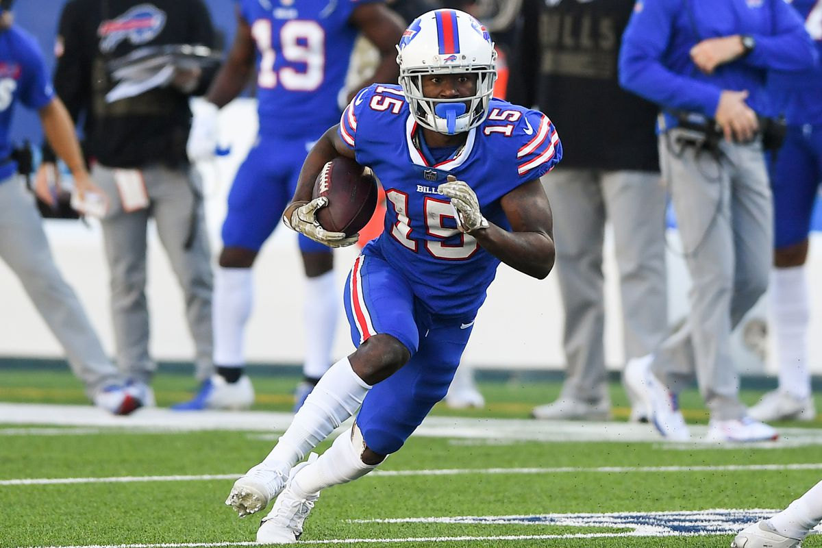 Buffalo Bills wide receiver John Brown (15) runs with the ball after a catch against the Seattle Seahawks during the second quarter at Bills Stadium.