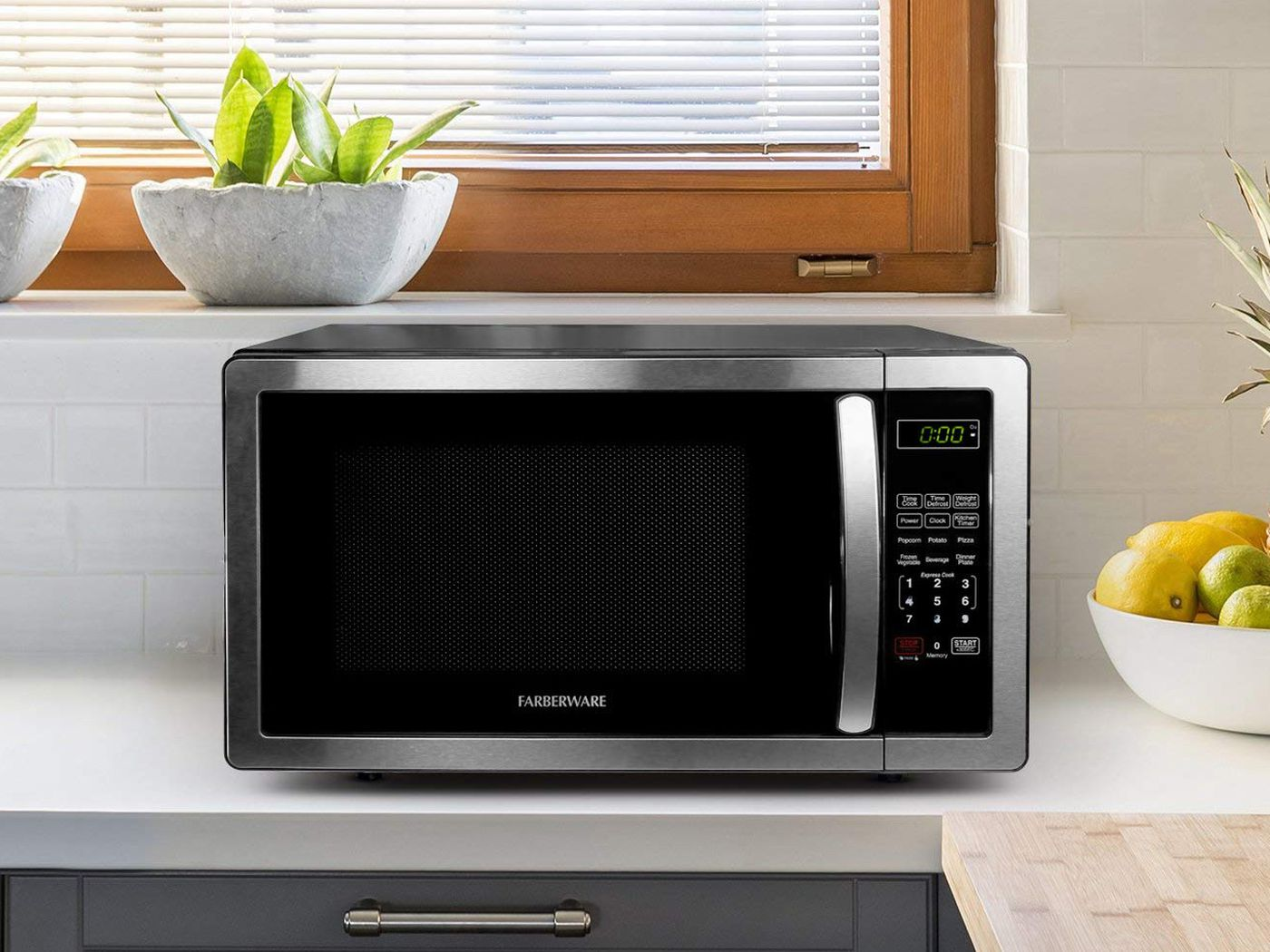 How To Get A Sparkling Clean Microwave