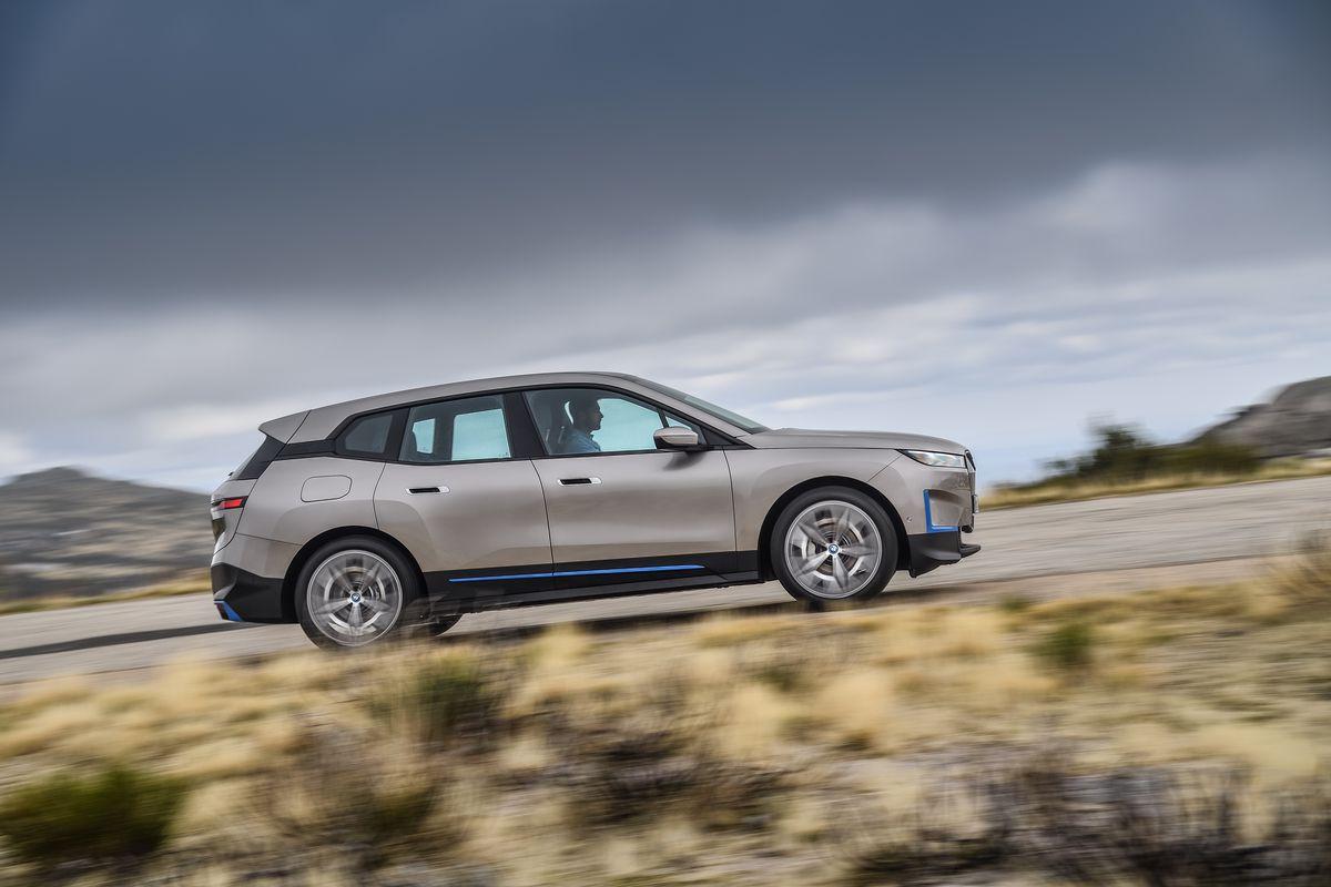BMW lança seu novo carro-chefe iX SUV elétrico com 300 milhas de alcance 3