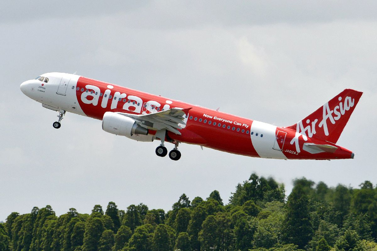 A different AirAsia Airbus A320, photographed in 2012.