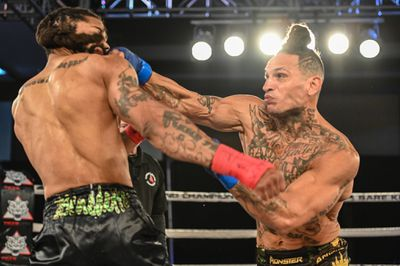 EmwQV RXYAAjJoJ - Palomino crushes Alers in 44 seconds to retain BKFC 155-pound title