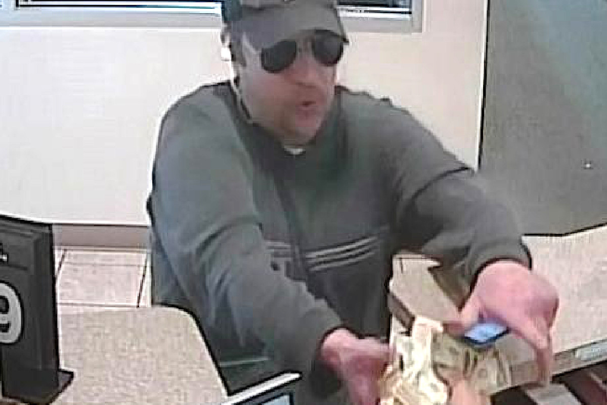 Man robs Fifth Third Bank branch in the Loop