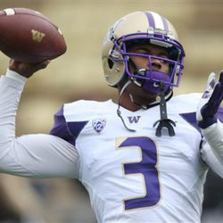 Washington quarterback Troy Williams warms up before facing Colorado in the first quarter of an NCAA college football game in Boulder, Colo., on Saturday, Nov. 1, 2014. (AP Photo/David Zalubowski)