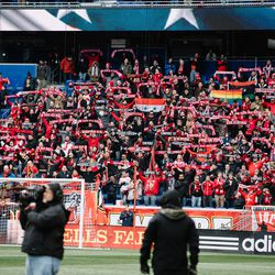 The South Ward raises its scarves