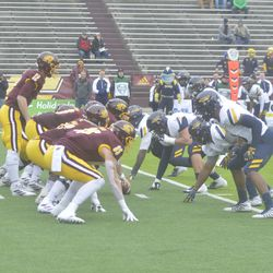 CMU and Toledo set up for a play late in the first quarter.