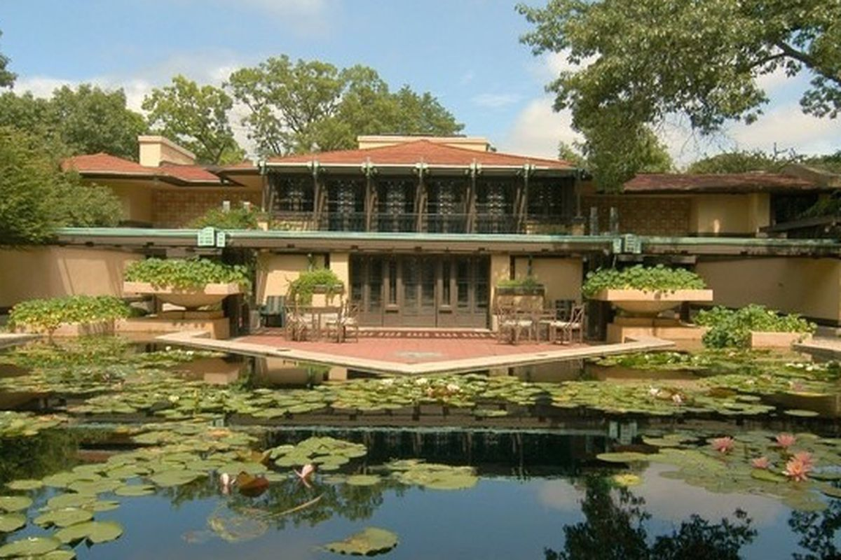 Frank lloyd wright 39 s famous coonley house officially for Avery house