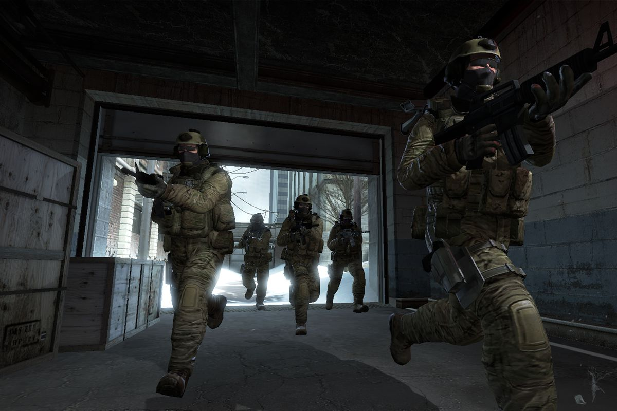 A group of counter-terrorist soldiers run toward the camera, guns drawn, in an old screenshot from Counter-Strike: Global Offensive.