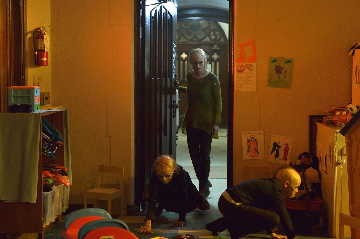 Kelly and her vampire kids search for Zach on The Strain.