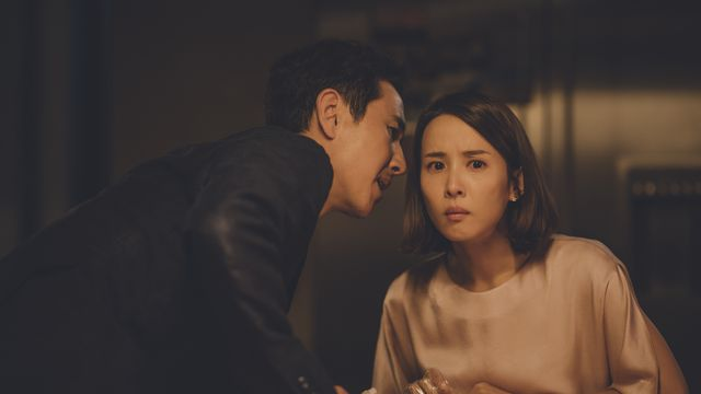 mr. park whispers something scandalous to his wife in parasite