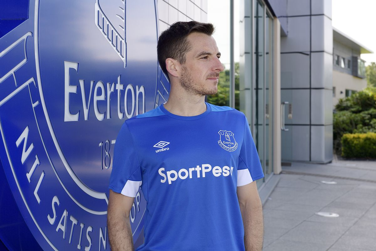 Leighton Baines Signs a New Contract at Everton