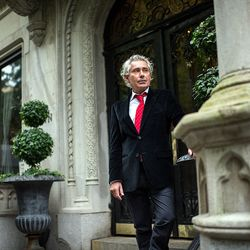 """<a href=""""http://ny.eater.com/archives/2012/10/crown_restaurant_gatekeepers.php"""">The Gatekeepers: Crown's Philippe Barraud</a>"""