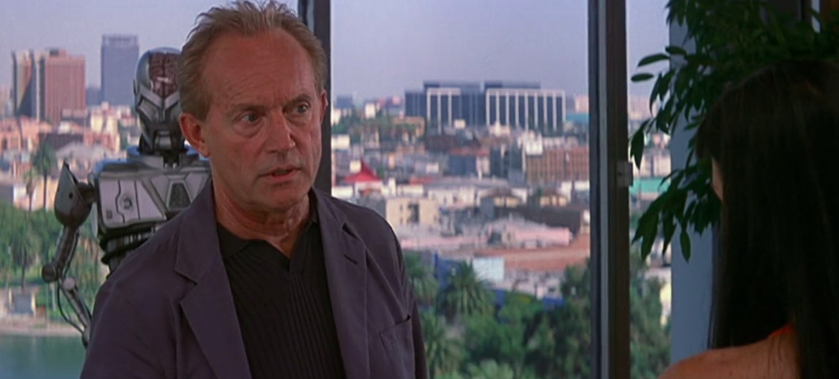 john (Lance Henriksen) defends himself against murder accusations in his hollywood office