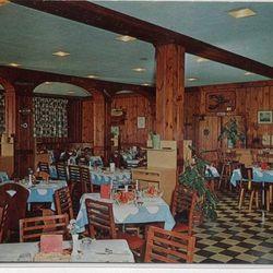 Boone's Restaurant at Custom House Wharf, circa 1960s. Photo: Playle.com