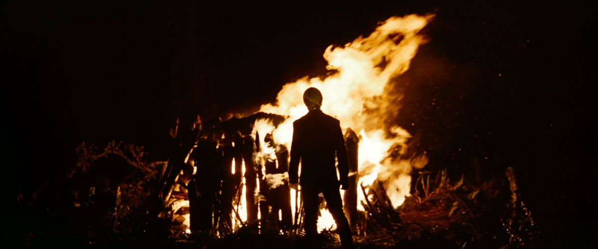 Luke Skywalker stands in front of the burning body of his dad Darth Vader in Star Wars: Return of the Jedi