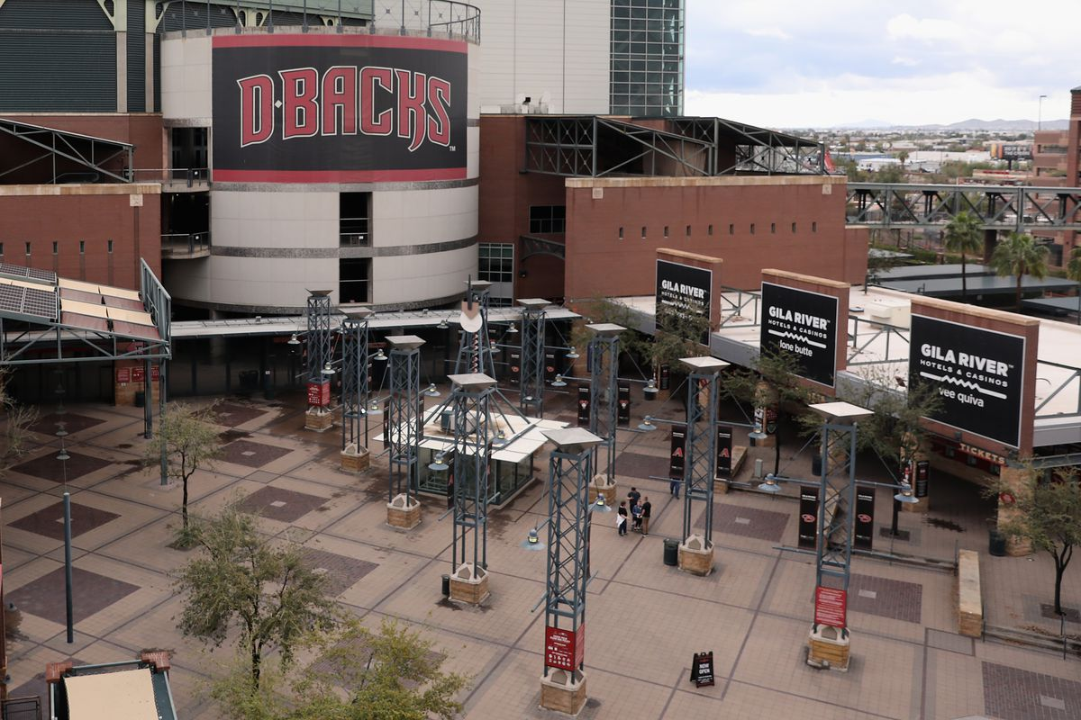Arizona's advantage is 10 spring training ballparks plus the Diamondbacks' Chase Field all within about 50 miles. Florida's spring training ballparks are spread by as much as 220 miles.