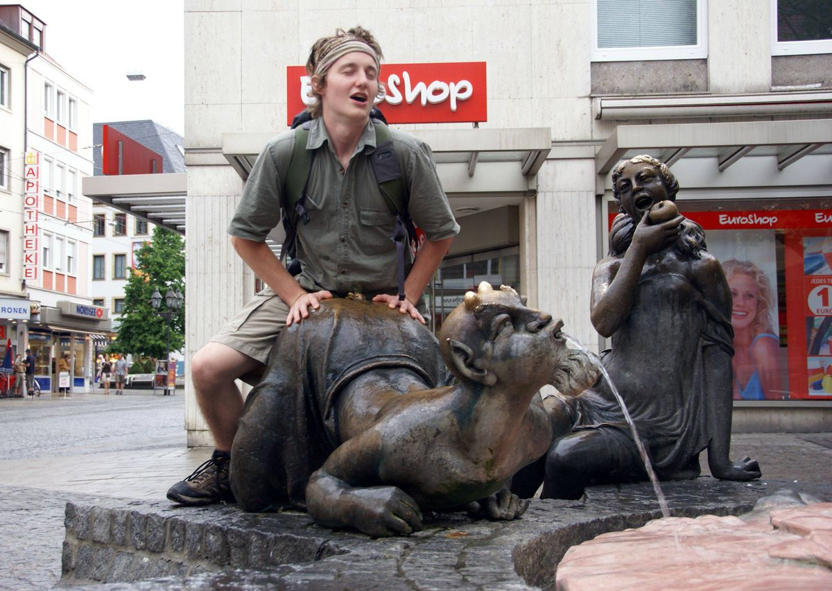 13 Pics That Prove Were Not Above Posting Photos Of People Having Sex With Statues -6738