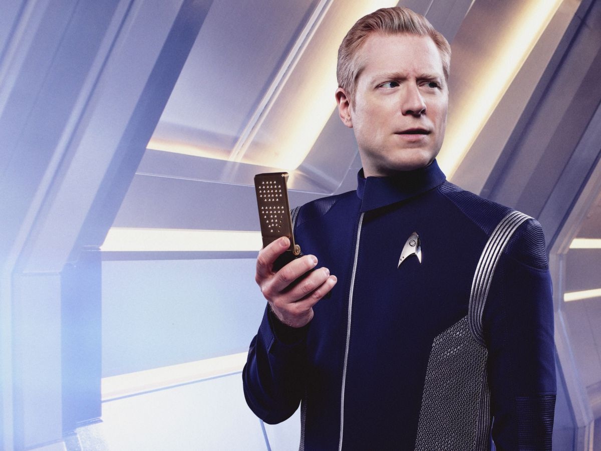 Anthony Rapp as Lt. Paul Stamets on Star Trek: Discovery.