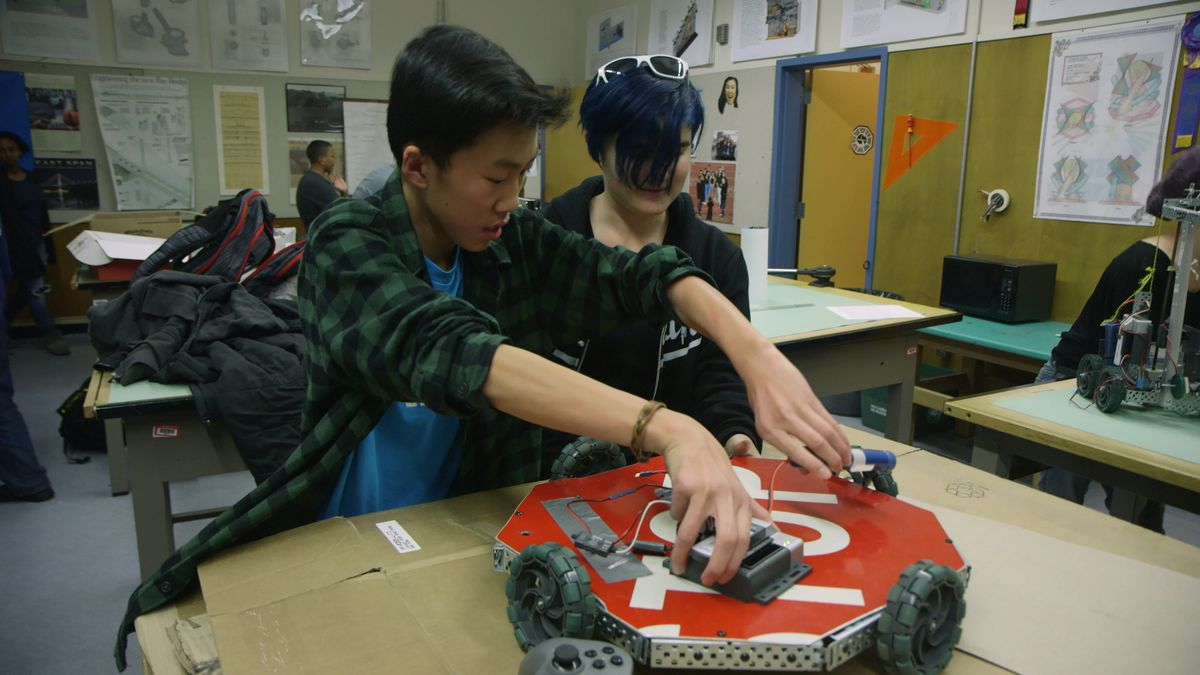 This Oakland high school robotics club should be the future of a more diverse tech industry