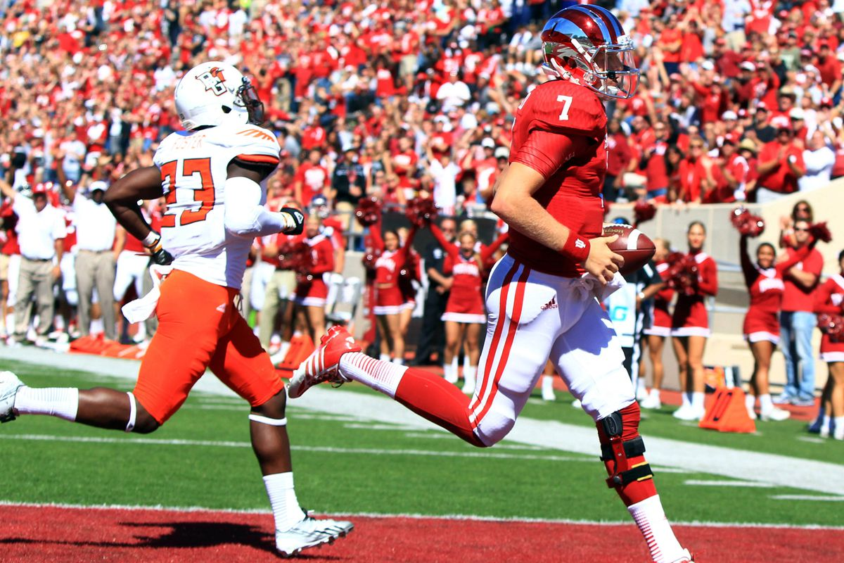 Nate Sudfeld scores on Bowling Green.