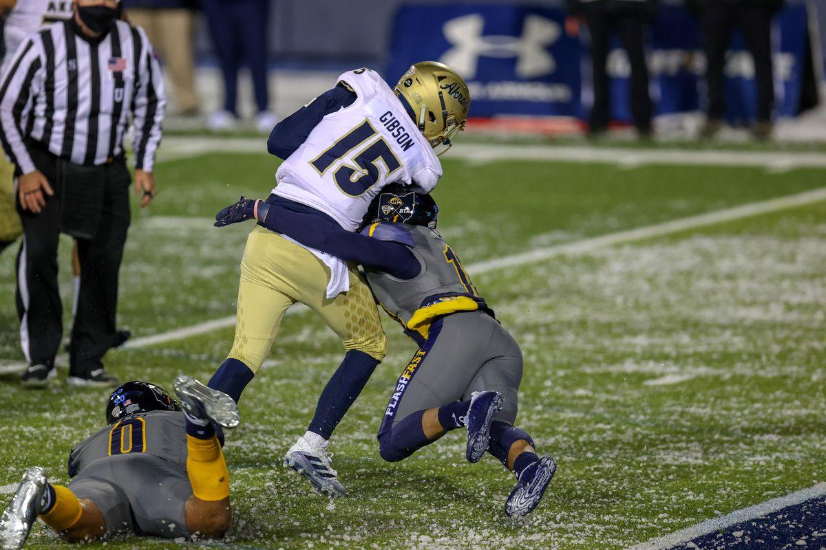 大学橄榄球赛:11月17日,阿克伦在肯特州立大学