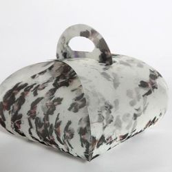 """<b>Peter Som's</b> Cronut™ carrier is the most designer-y of all, with an original print and a clean, sophisticated exterior. [<a href=""""http://www.biddingowl.com/Auction/item-detail.cfm?auctionID=481&ItemID=18237&viewType=1&style=56&font=1&catName=Cronut%"""
