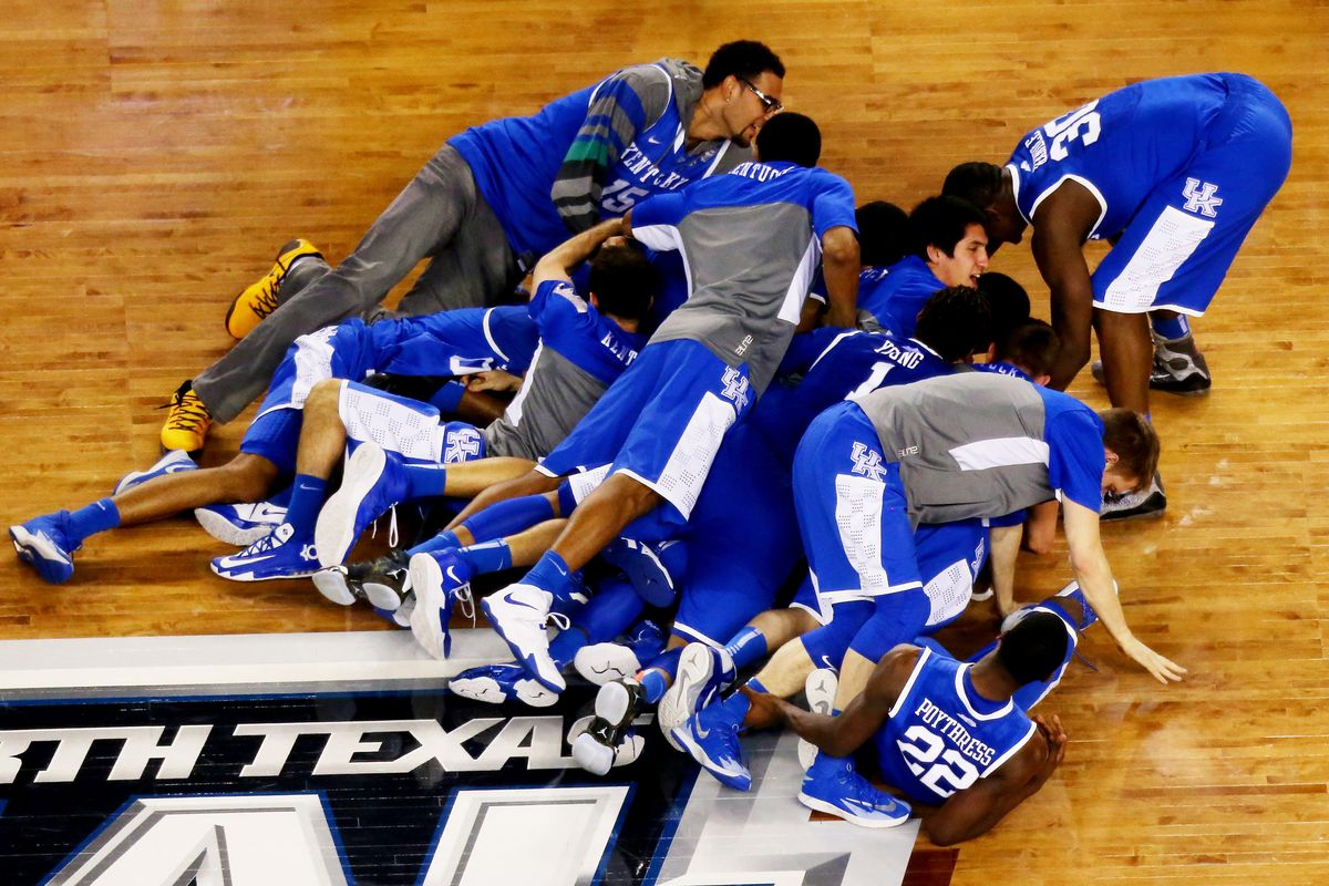 What S So Special About Kentucky Basketball: Kentucky Wildcats: Midnight Strikes Tomorrow For The 2014