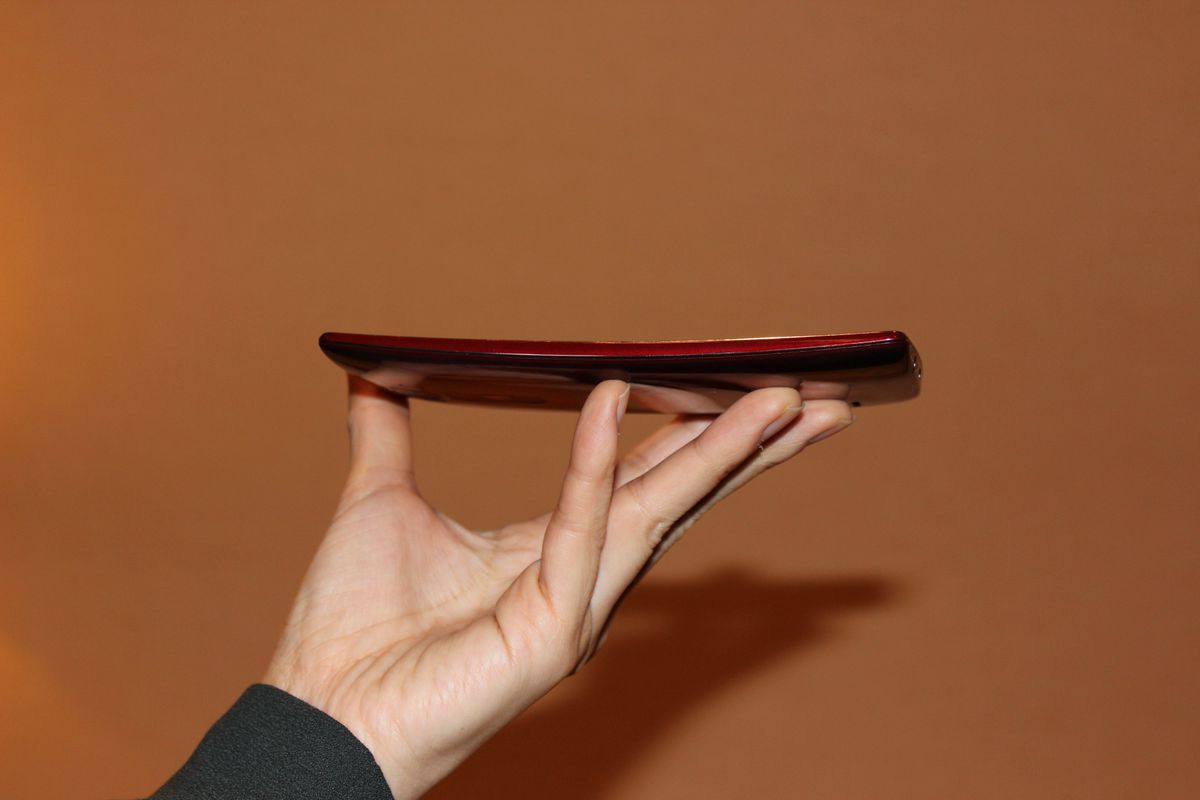 The G Flex 2 has a 5.5-inch display that curves from top to bottom.