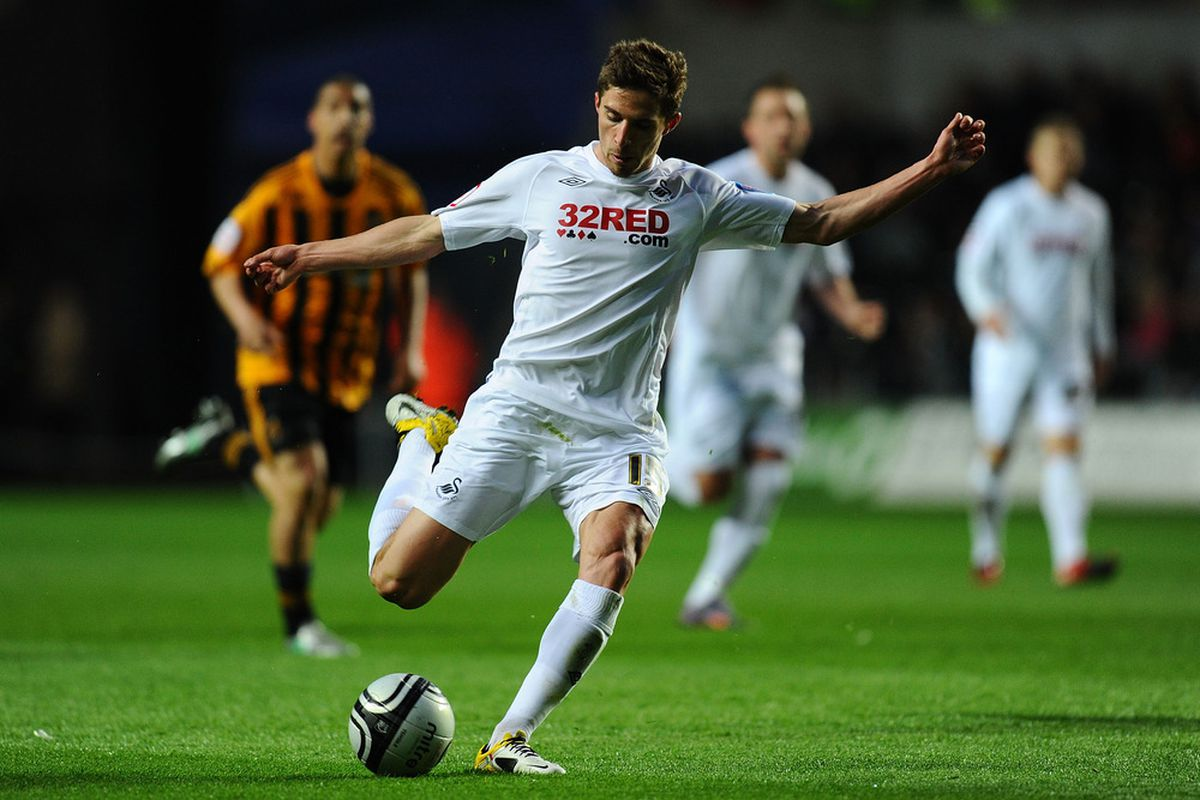 SWANSEA, WALES - APRIL 12:  Swansea striker Fabio Borini gets in a shot during the npower Championship match between Swansea City and Hull City at Liberty Stadium on April 12, 2011 in Swansea, Wales.  (Photo by Stu Forster/Getty Images)