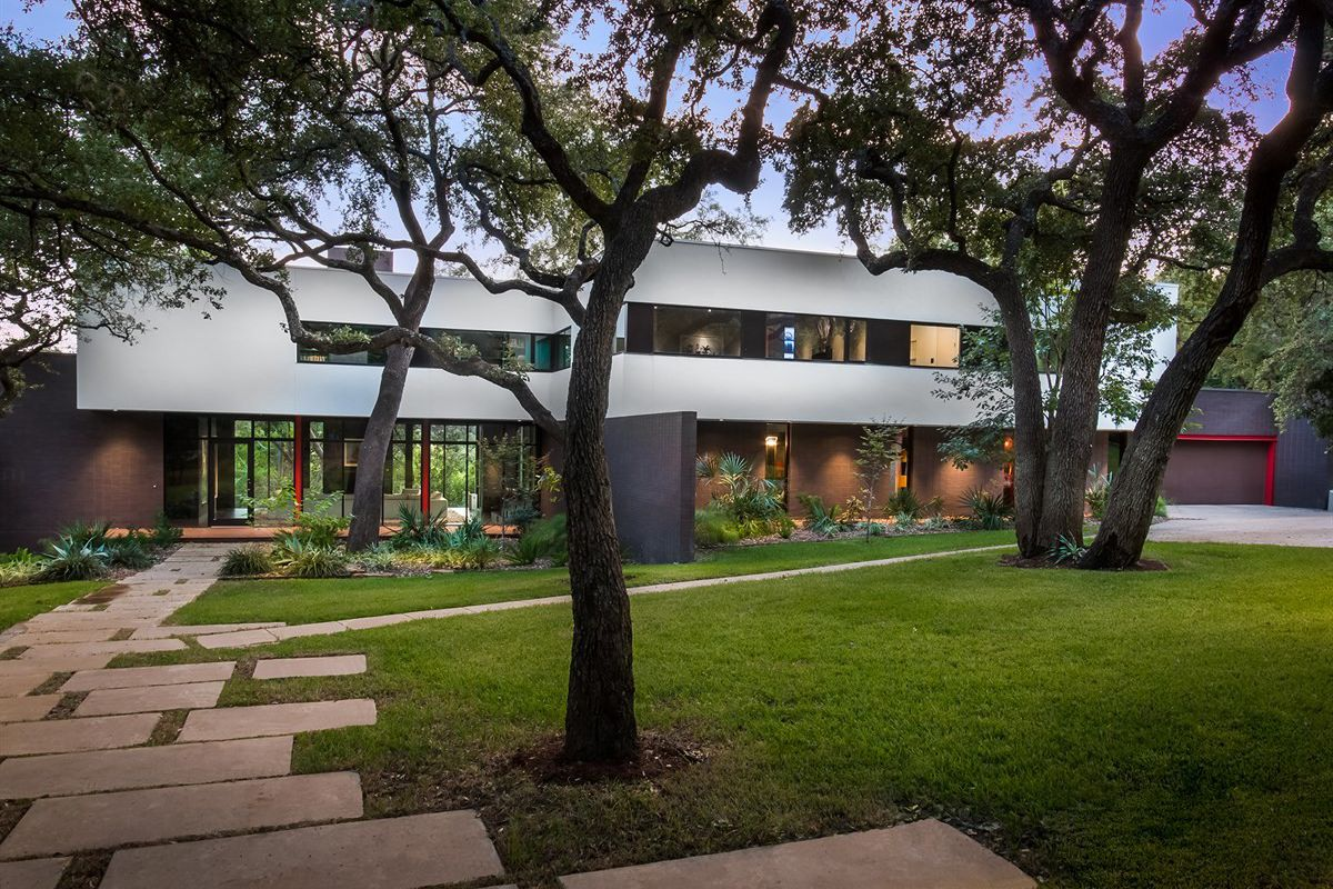 West Lake Contemporary Designed By Renowned Architects Asks 3 5m Curbed Austin