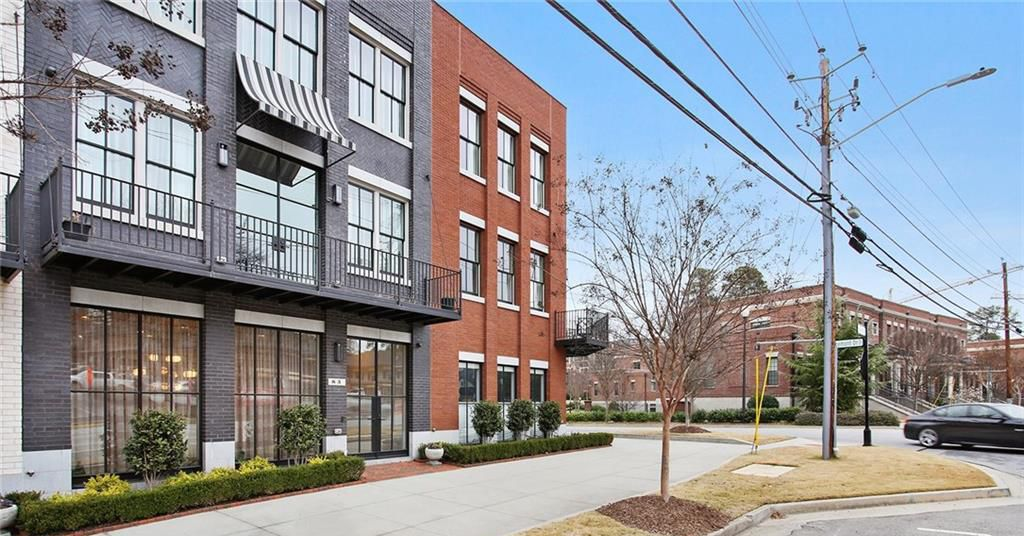What a $1.7M, three-bedroom Atlanta townhome looks like right now