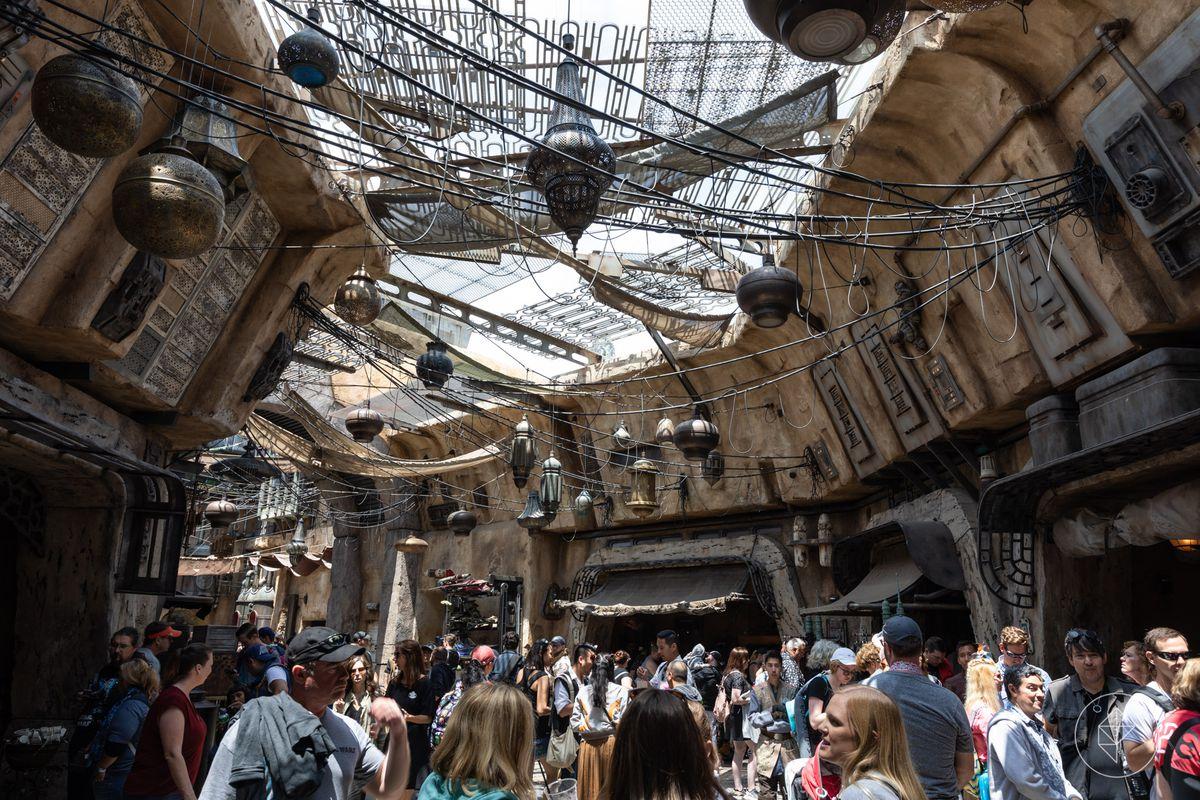 Star Wars: Galaxy's Edge marketplace