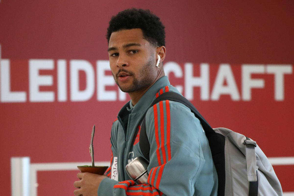 FC Bayern Muenchen v Hertha BSC - Bundesliga MUNICH, GERMANY - FEBRUARY 23: Serge Gnabry of FC Bayern Muenchen arrives at the players' tunnel for the Bundesliga match between FC Bayern Muenchen and Hertha BSC at Allianz Arena on February 23, 2019 in Munich, Germany.