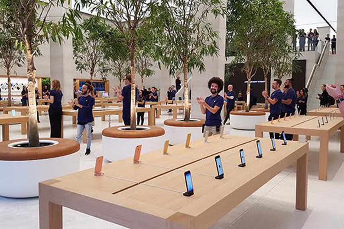 Full transcript apple store creator ron johnson on recode decode on falaconquin