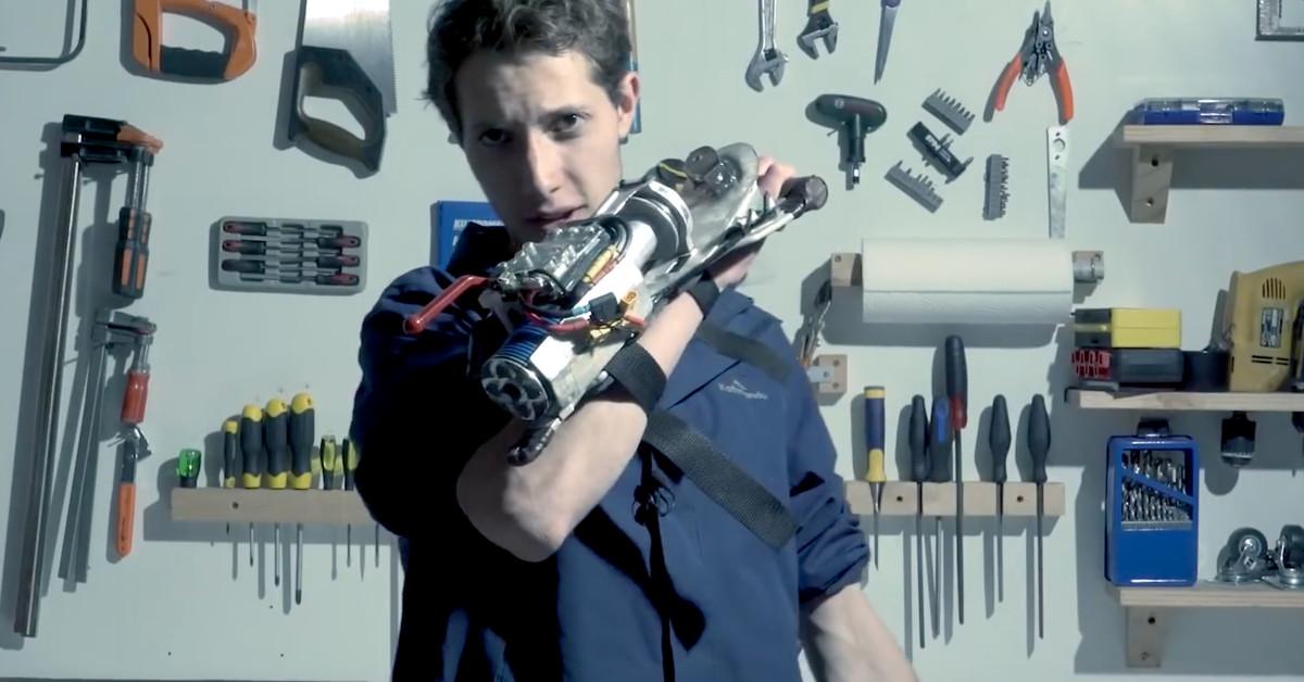 This maker built a working Batman grappling gun in only a year – Circuit Breaker