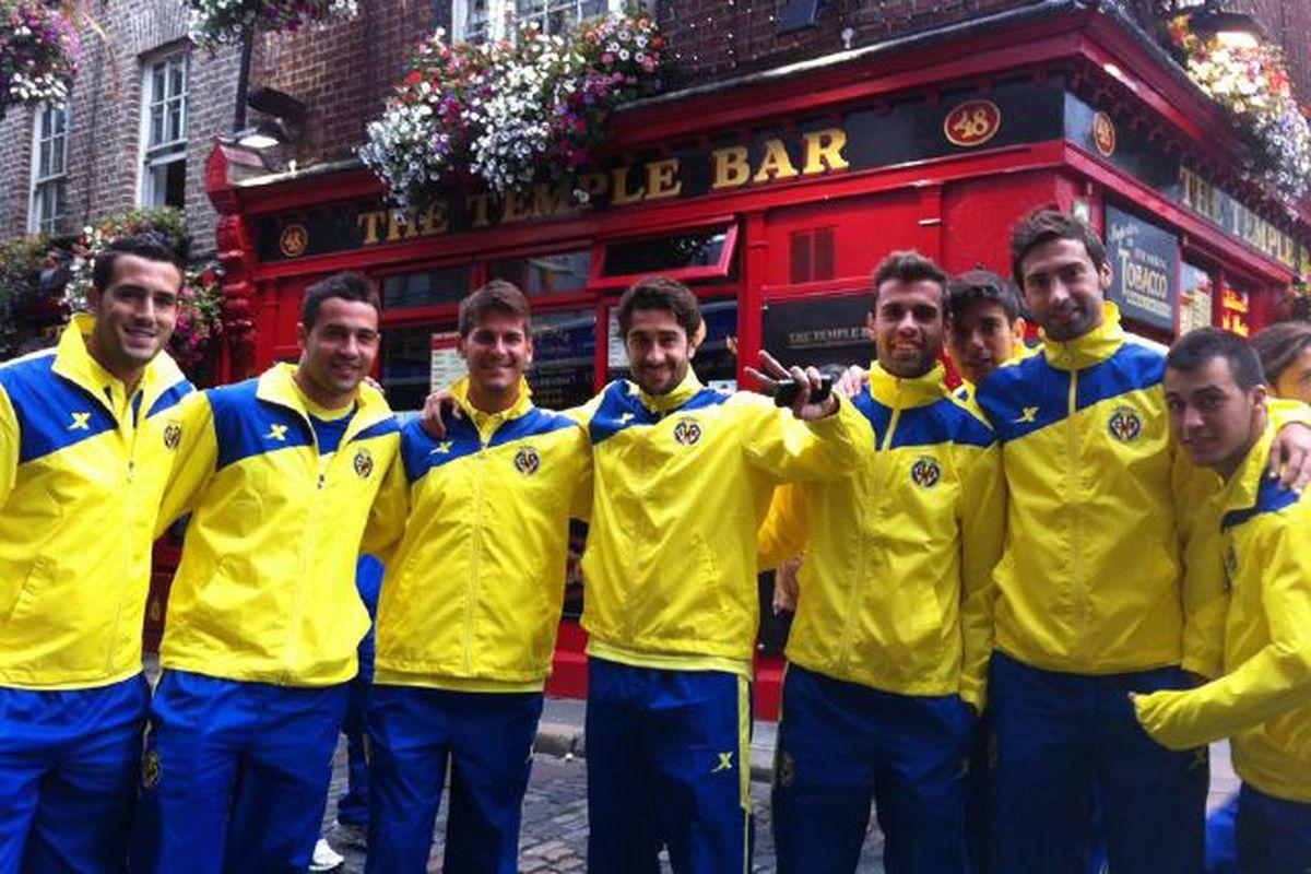 Bringin' a little Villarreal style--and glorious yellow raingear---to Dublin's Temple Bar!