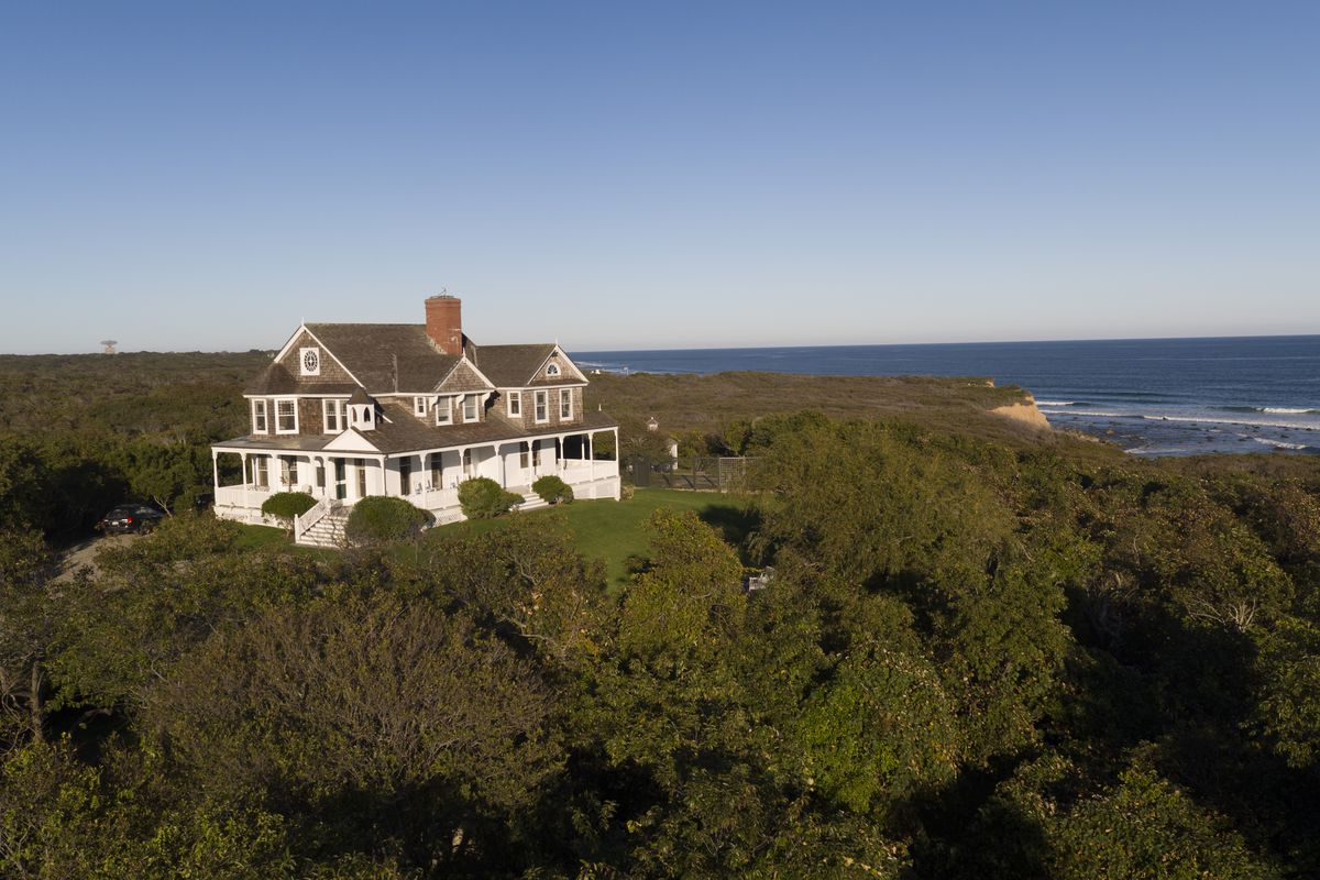 Dick cavett s montauk estate tick hall just listed for for Hamptons house for sale