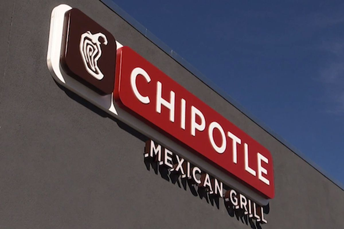 Chipotle Is The First Fast Food Chain To Remove Gmo Ingredients