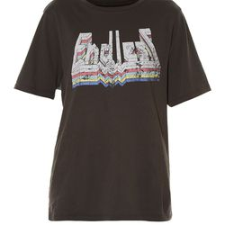 This Isabel Marant tee is perfect for an everyday, modern wardrobe.