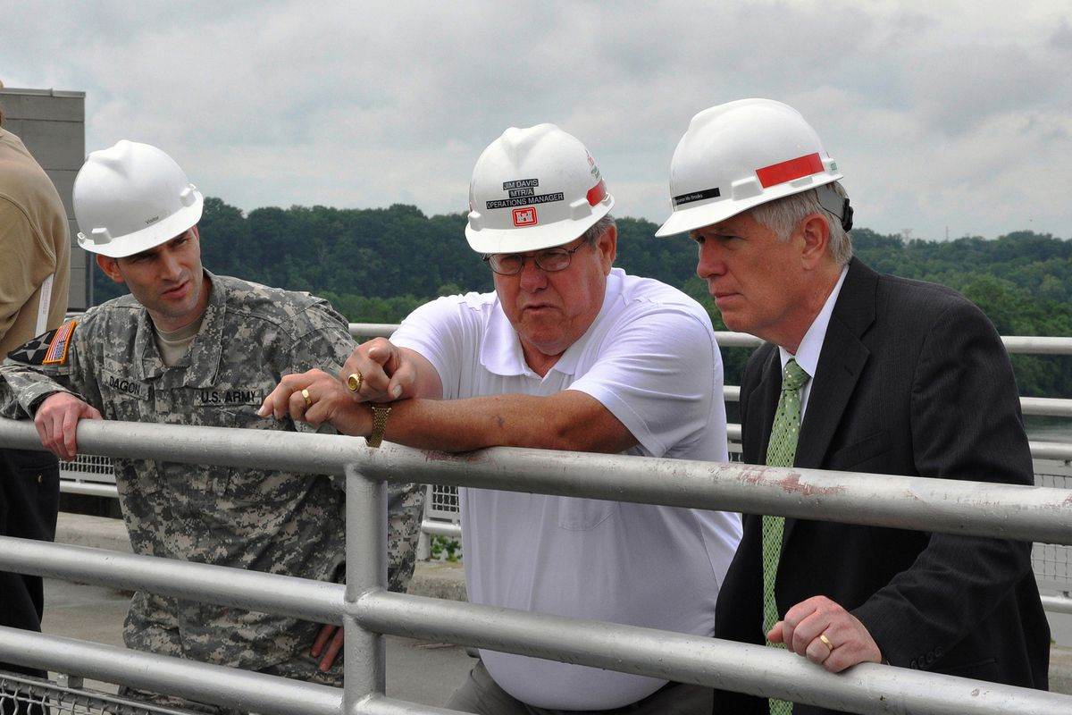 Mo Brooks examines the Wilson Lock