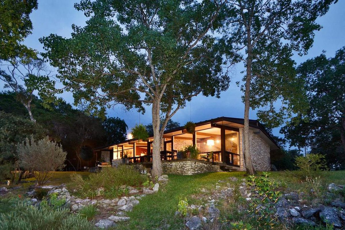 Gorgeous midcentury modern on west lake hilltop asks 1 for Modern houses for sale austin