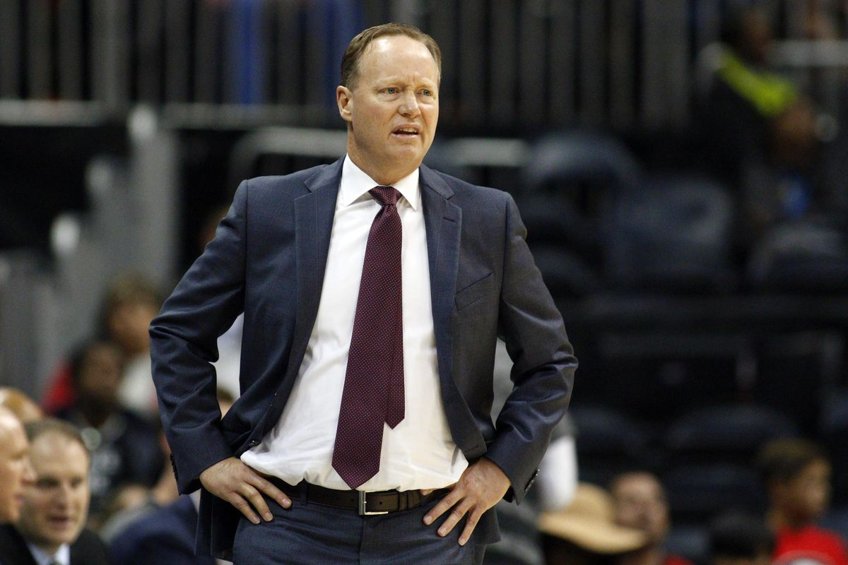 Mike Budenholzer may be a great coach, but he doesn't put the thin part of his tie through that little loop in the back. For shame.