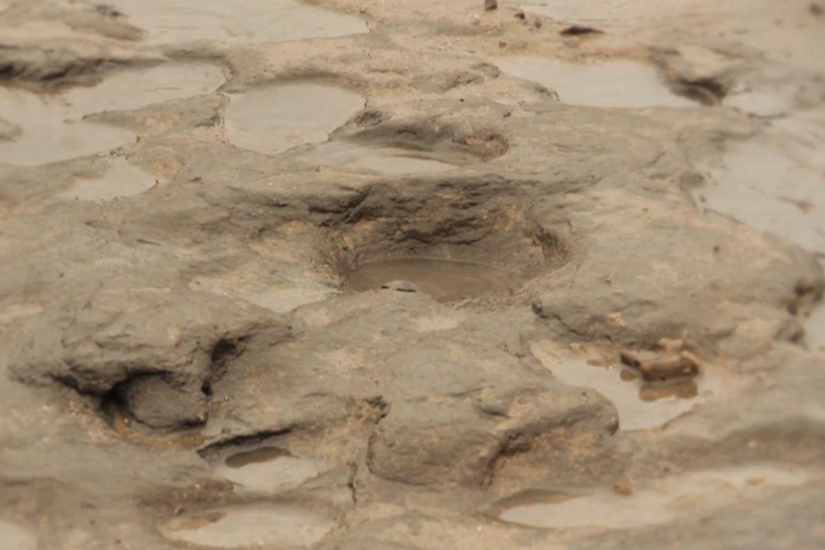 Archeological footprints