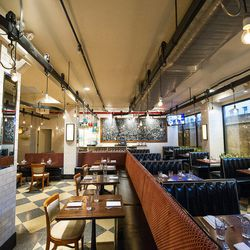 """<a href=""""http://ny.eater.com/archives/2012/02/5_napkin_burger_opens_on_14th_street_and_3rd_avenue.php"""">NYC: <strong>5 Napkin Burger's</strong> Union Square Location Now Open</a>"""