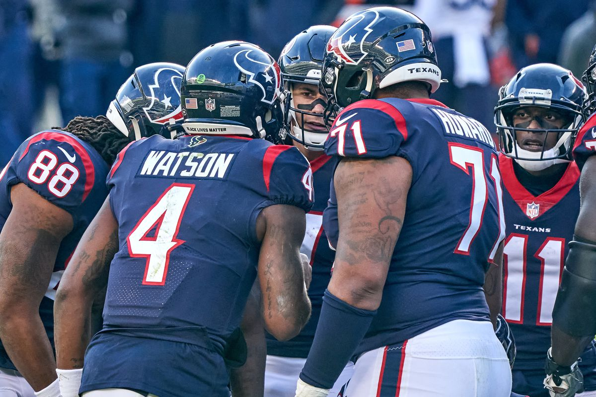 Houston Texans quarterback Deshaun Watson (4) leads a huddle in action during a game between the Chicago Bears and the Houston Texans on December 13, 2020, at Soldier Field in Chicago, IL.