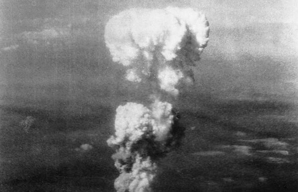 GDRZJNICRUFWEBKY-868px-Atomic_cloud_over_Hiroshima.0 The Hiroshima anniversary: 5 things you should know about nuclear weapons today